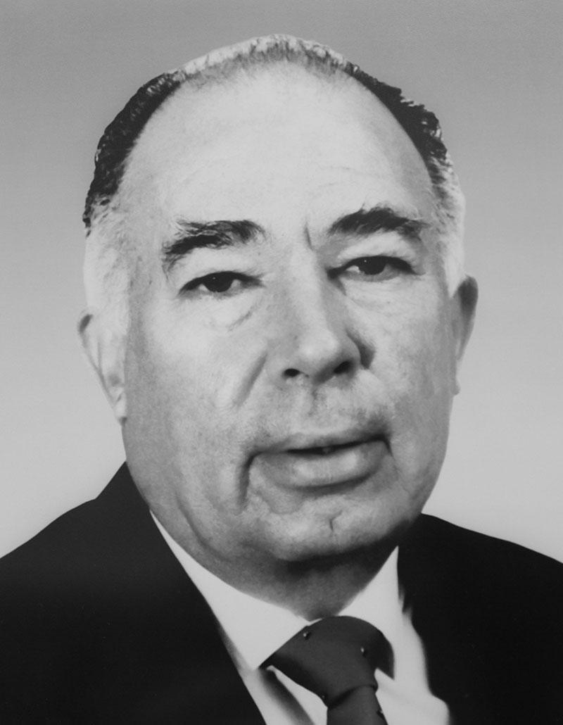Dr. Andrés Bustamante Balcárcel