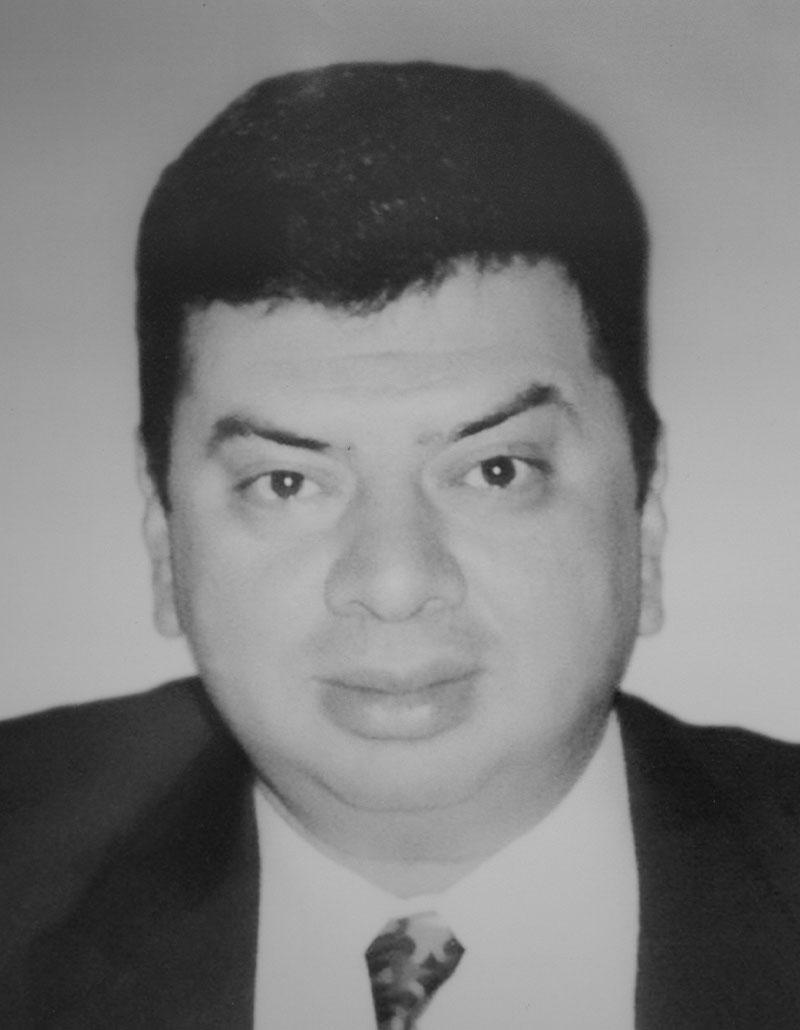 Dr. Julio César Augusto Mena Ayala