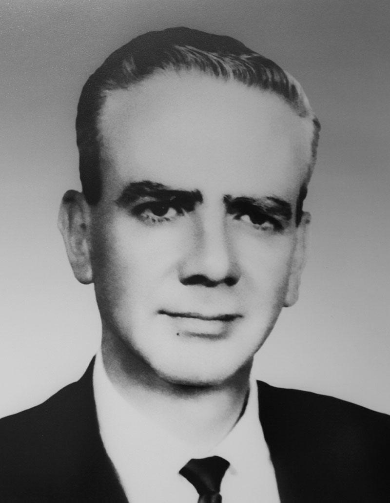 Dr. Máximo García Castañeda
