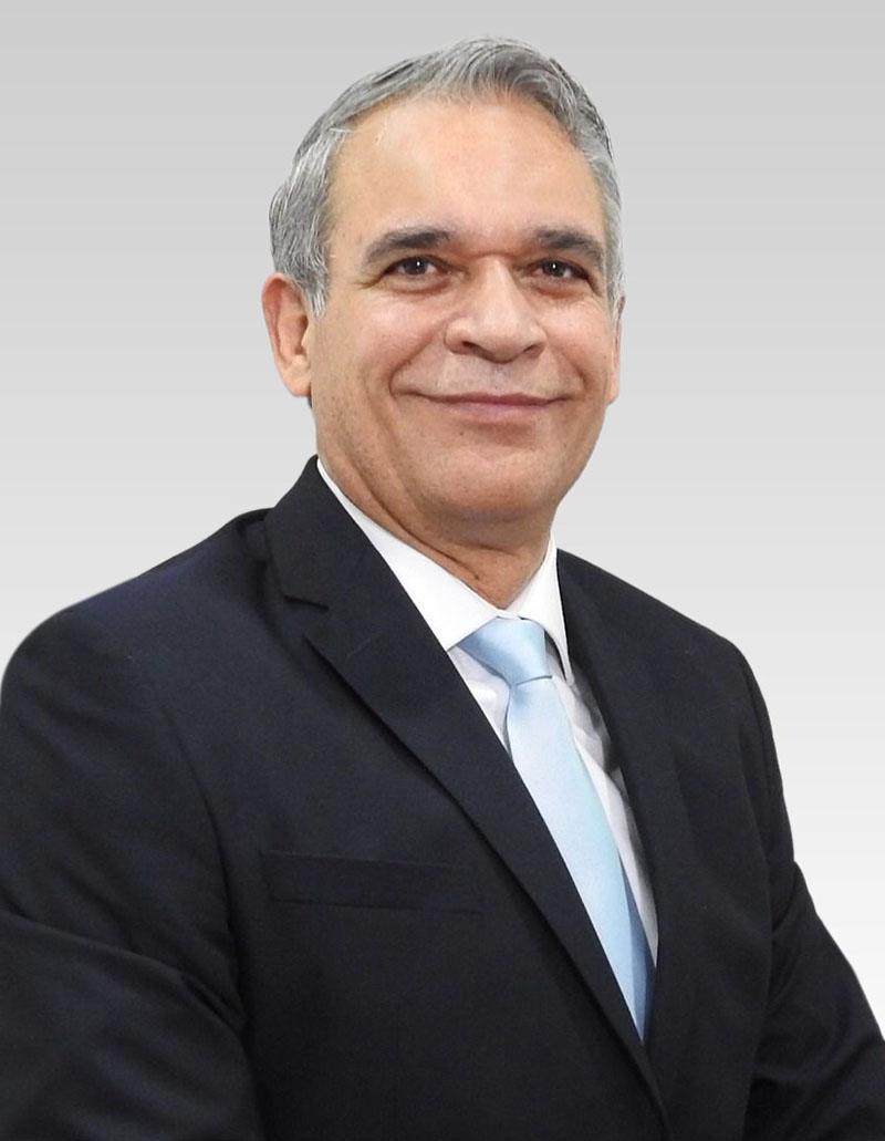Presidente Dr. Martín Ramiro Castañeda de León.